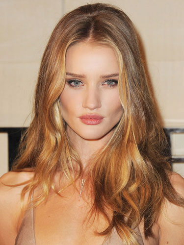 hbz-BEACHY-WAVES-Rosie-Huntington-Whiteley-053012-de